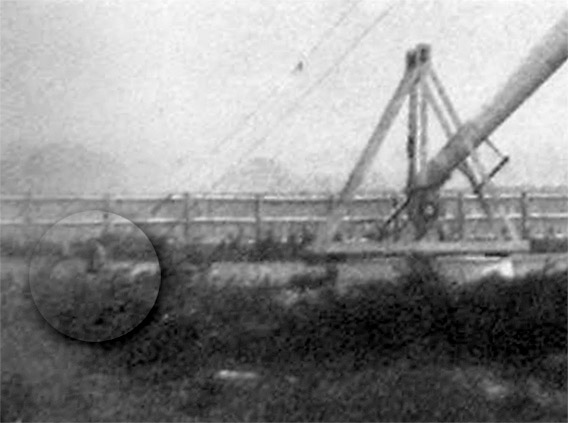 Diamond's photograph showing the end of the Azimuth Arm, the Dolly and the large Azimuth Wheel